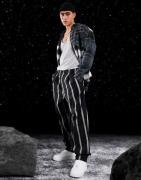 ASOS DESIGN - Sorte bukser med ballon-pasform og kraftige striber