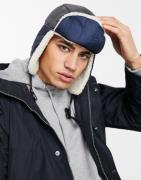 ASOS DESIGN - Trapper - Hat i nylon og teddy-blanding-Marineblå